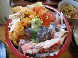 寿司勝@青梅市東青梅駅〜豪華に見せない豪華海鮮丼