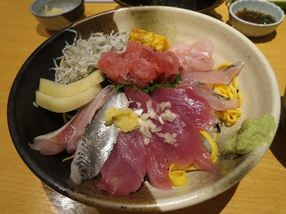 すし小島@東久留米市滝山団地〜梅雨鰯と初岩牡蠣