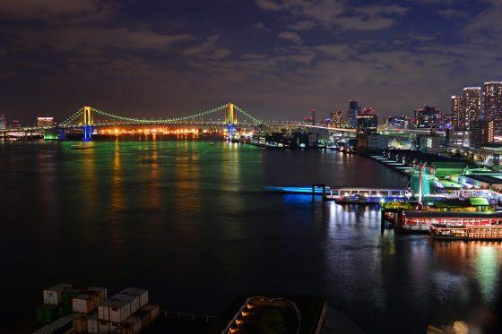 ホテルインターコンチネンタル東京ベイ@竹芝〜年末年始レインボーブリッジの虹色ライトアップ