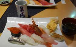 日野寿司@日野市〜見てビックリの老舗デカネタ寿司